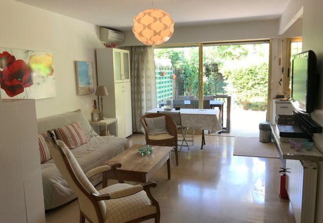 Appartement à Cannes - 183L STENJ - A 2 pas des plages avec piscine